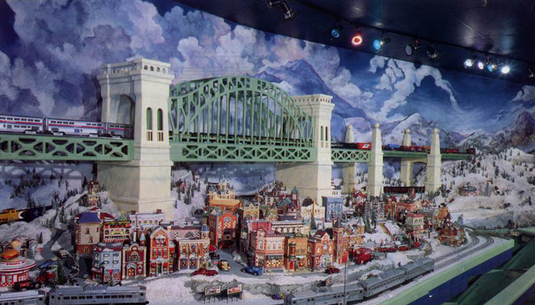 HELL GATE BRIDGE_MODEL TRAINS